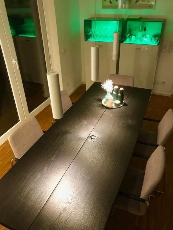 Tisch Wannerup mit Metallgestell beim Kunden im Wohnzimmer